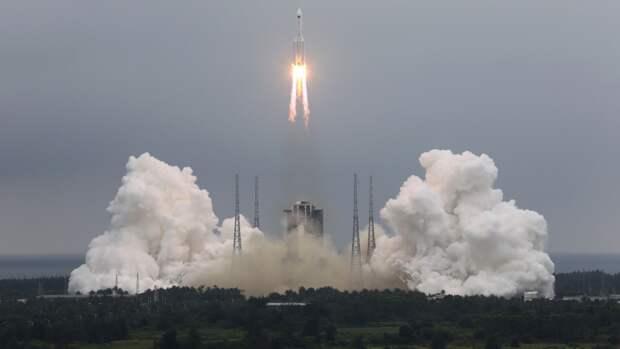 Редкое фото потерявшей управление после запуска ракеты «Чанчжэн-5» опубликовали в Сети