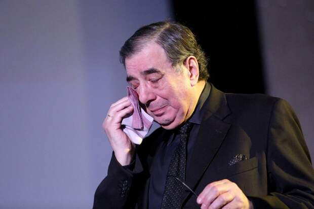 """Пишет сказки, стирая палец в кровь: Кто обрёк на нищету """"особенную"""" дочь Баталова?"""