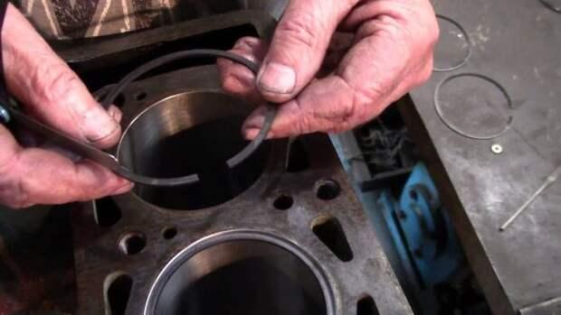 От чего чернеет масло в двигателе: бензин, дизель, основные причины