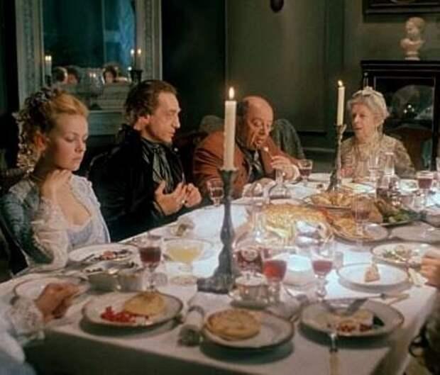 В мире теперь едят русскую свинину с русским хлебом. А компот? Да, и запивают русским компотом...