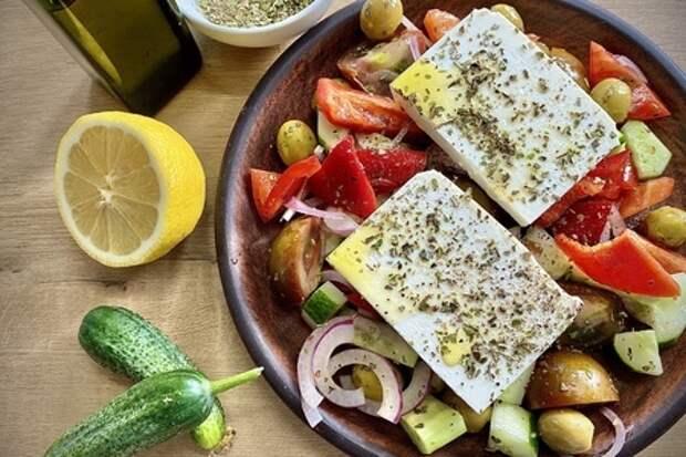 Фото к рецепту: Хориатики - греческий салат