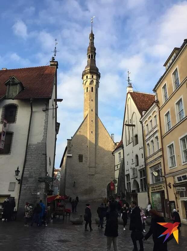 Древние башни Старого города, его уютные мощеные улочки - первым делом все приезжие устремляются туда. Фото: Елена КРИВЯКИНА