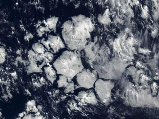 Метан, турбулентность и шторма — что делает Бермудский треугольник аномальной зоной (3 фото + видео)