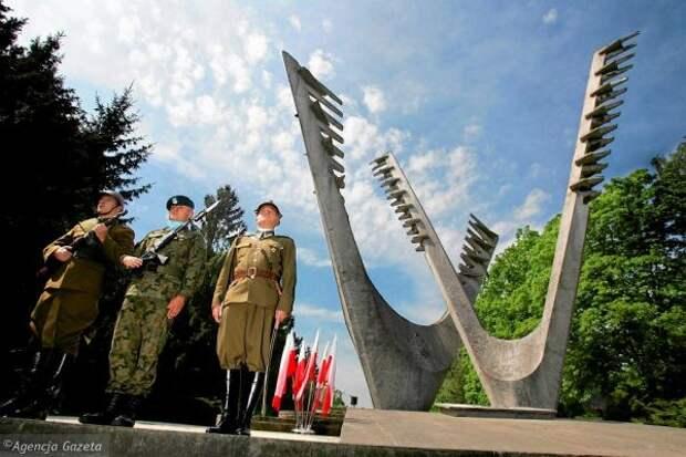 Русофоб-воевода возмущён, что польский мэр почтил память советских солдат