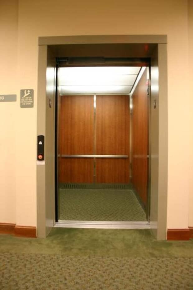 Аксёнов рассказал, что в Симферополе воруют пружины с лифтов и это может стать причиной гибели людей 