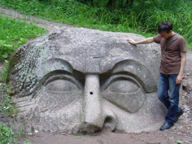 каменная голова Пушкин