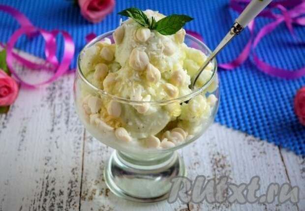 Мороженое с кокосовой стружкой