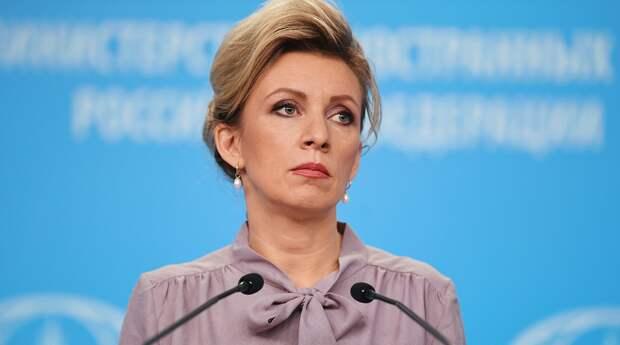 Захарова извинилась за пост о стульях в Белом доме