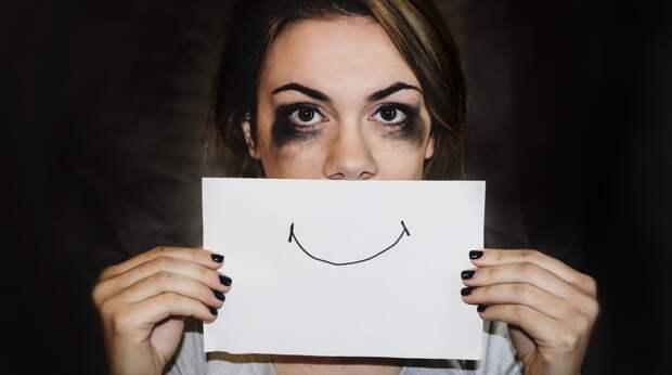 «Улыбнись миру»: что такое токсичная позитивность?