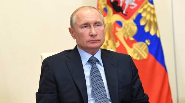 Путин призвал россиян продолжать вакцинироваться от COVID-19