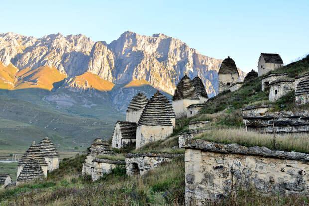 Осквернившая «Город мертвых» на Кавказе россиянка пожаловалась на угрозы в Сети
