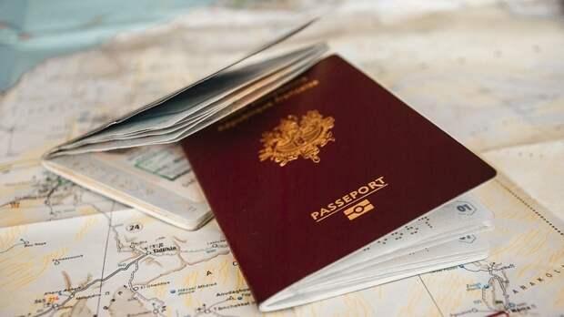Журналист Бом прокомментировал приостановку выдачи российских виз американцам