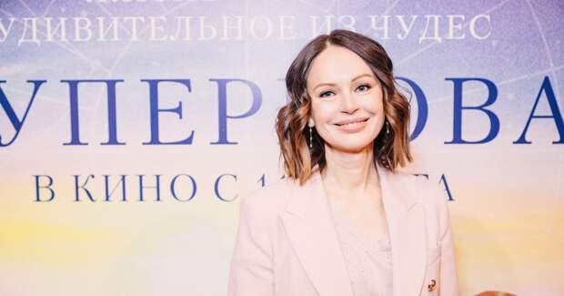 Безрукова, Толстоганова, Судзиловская на кинопремьере