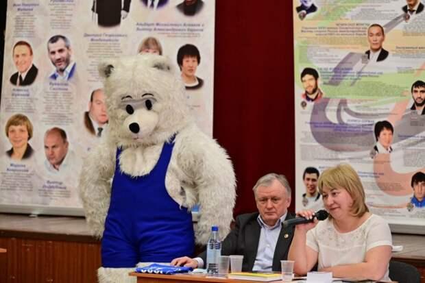 Красноярским студентам рассказывают о вольной борьбе