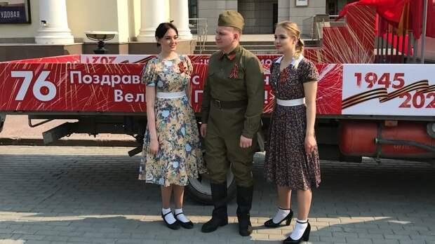 Втюменских дворах начались мини-концерты вчесть 76-й годовщины Победы