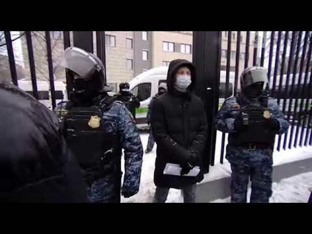 Навальный снова хамит в судье