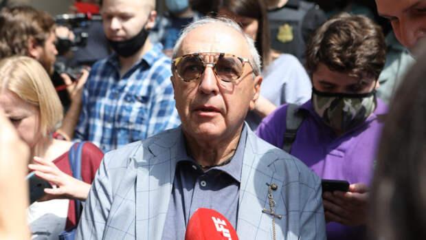 Добровинский объяснил, почему прибыл в суд над  Ефремовым на самокате