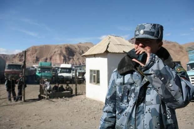 При столкновении на границе с Таджикистаном сгорели более 10 зданий