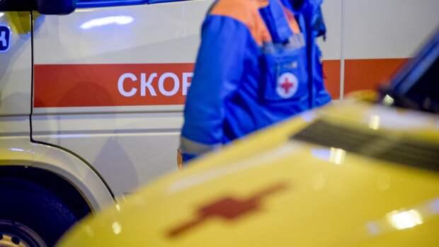 Петербуржец попал в реанимацию после падения со стремянки