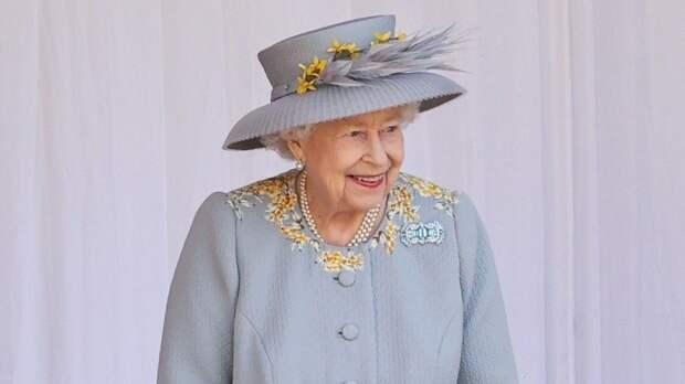 Видео: Вчесть официального дня рождения Елизаветы II вВиндзоре устроили парад