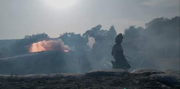 Русские артиллеристы на Федюхиных высотах дали залп по французам