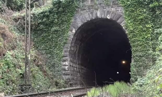Тоннель в горе копали 26 лет: дорогу преградил урановый пласт