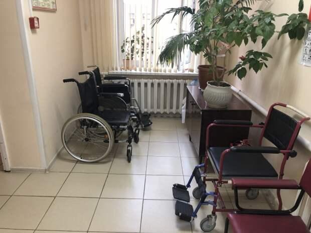 «Не выходи из комнаты»: два года инвалид-колясочник боролся за возможность бывать на улице