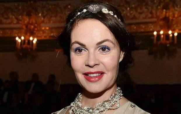 «Лицо неподвижно, мимики нет! – лицо Екатерины Андреевой всё чаще называют «пластилиновым» после бесконечных уколов красоты