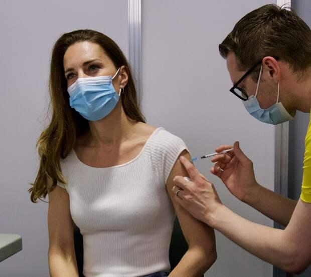 Кейт Миддлтон получила первый компонент вакцины от коронавируса