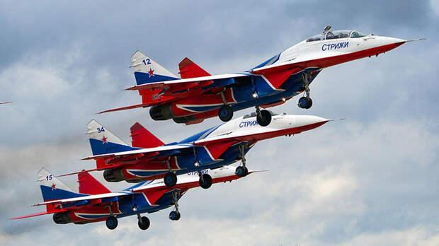 «Прочувствовать грани возможностей»: замкомандира «Стрижей» — о фигурах высшего пилотажа и подготовке лётчиков