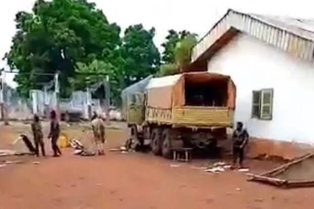 В ЦАР незаконные вооруженные формирования захватили российский Урал-4320