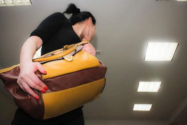 У жительницы Ижевска в кафе украли сумку и 335 тысяч рублей