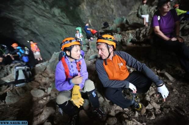 Внутри пещеры Шондонг, Вьетнам