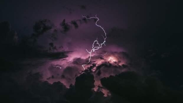 В Петербурге молния ударила в телебашню во время ночной грозы