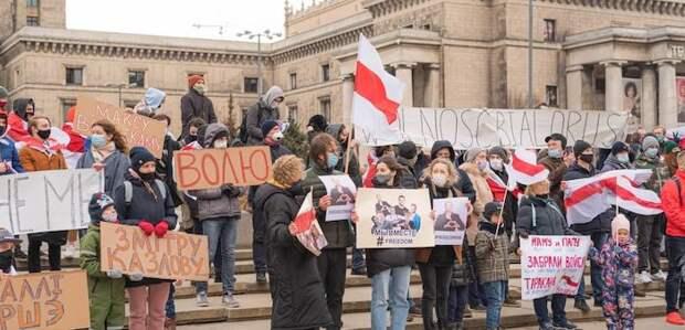 В Польше провели показные акции в поддержку белорусских путчистов