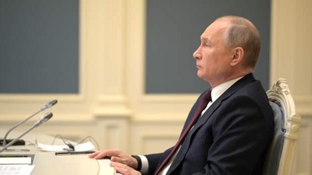 Президент России утвердил закон о бесплатной проводке газа к границам участков