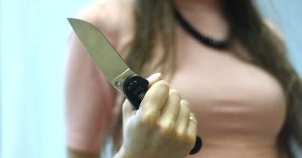 Омскую школьницу, с особой жестокостью убившую отца, признали невменяемой