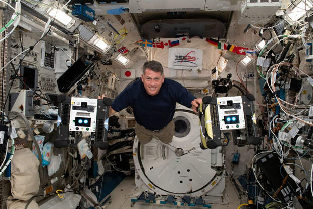 Астронавт сравнил космические корабли «Союз», SpaceX Crew Dragon и Space Shuttle. Оказалось, «Союз» – самый плавный