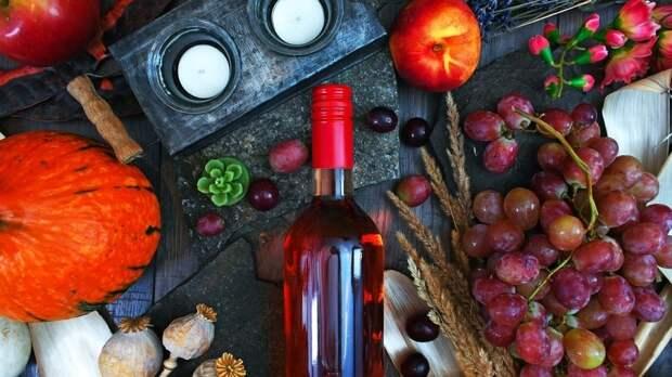 Гастроэнтеролог назвала запрещенные закуски к вину