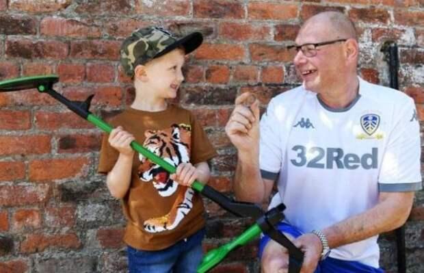 Пятилетнему мальчику подарили металлоискатель ине зря, первая находкаспасла брак соседа
