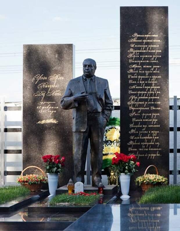 Могила Усояна на Хованском кладбище в Москве. Wikimedia Commons / Dmitry Rozhkov