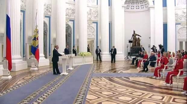 «Гагарин открыл космос, а вы открыли спорт в России». Путин наградил в Кремле призеров Олимпийских игр