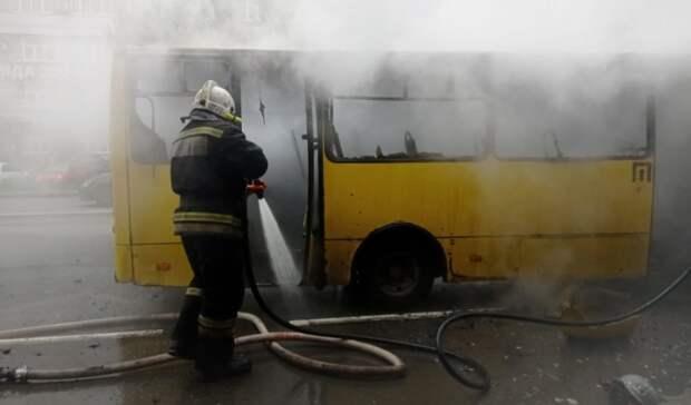Пассажирский автобус сгорел вЕкатеринбурге
