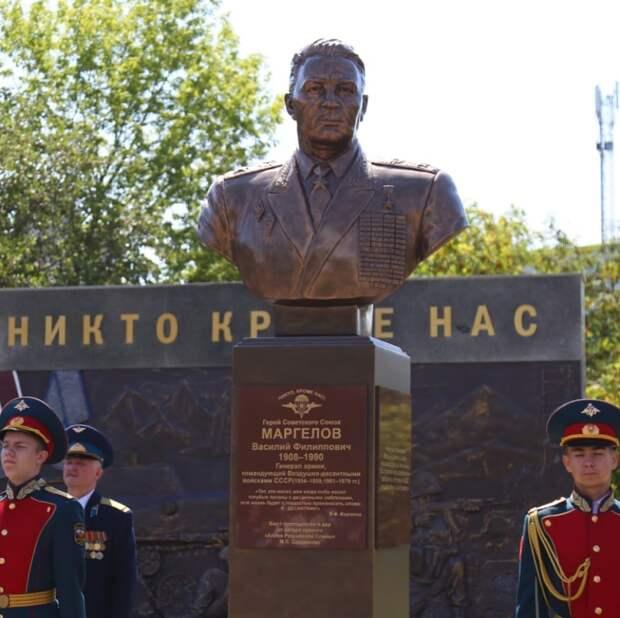 Памятник «бате» Василию Маргелову открыли в Ижевске