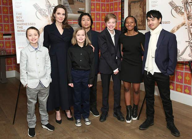 """Анджелина Джоли о детях и отношениях с мужчинами: """"Я уже давно одна"""""""