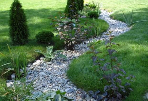 Как организовать сухой ручей дома или на даче, если нет возможности разбить настоящий водоем