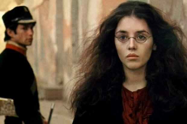 """Фото: www.vokrug.tv кадр из х/ф """"История Адели Г."""", главную роль исполнила актриса Изабель Аджани"""
