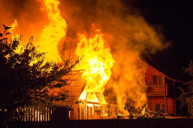 «Посижу на зоне пару лет»: житель Серова поджёг дом в прямом эфире