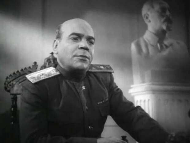 """В роли комиссара госбезопасности. Шпионский детектив 1944 года """"Поединок""""."""