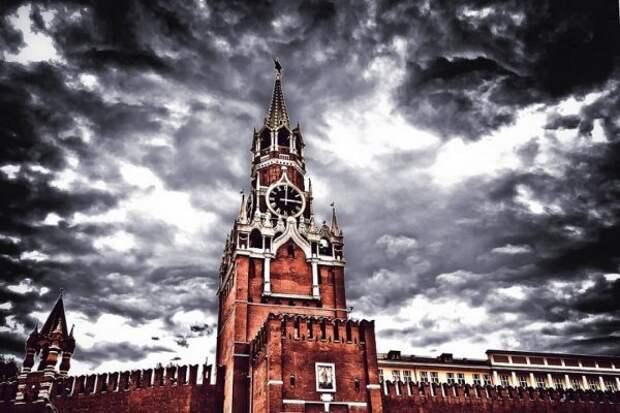 Ясновидящая Батыр предсказала, что ждет РФ из-за повреждения зубцов на стене Кремля